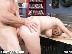 Chubby booby blodne whore hardcore rides big cock