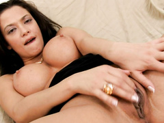 Stacked coquette is wild about satisfying her cunt