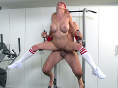 Gym enthusiast drills busty mom Alexis Fawx in extreme sex position