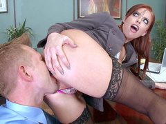 Mom Britney Amber gets excited because of working and takes subordinate for cunnilingus