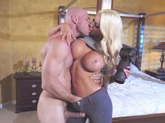 Man catches paparazzi mom Nicolette Shea and kisses massive knockers