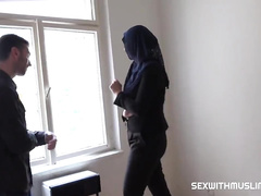 Rich muslim lady Nikky Fantasy wishes to buy apartments in Prag