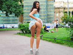 Tight hottie gets ass poked and creamed outdoors