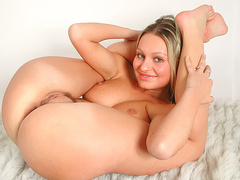 Hot flexible Sahra showing off her ass and pussy
