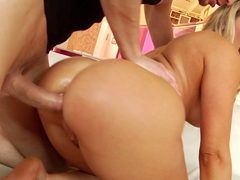 Goddess Mia gets her asshole worshiped with drilling ritual